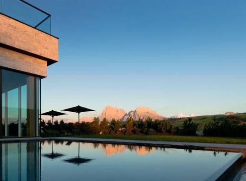 Hôtel Alpina Dolomites, design élégant au cœur des Alpes italiennes